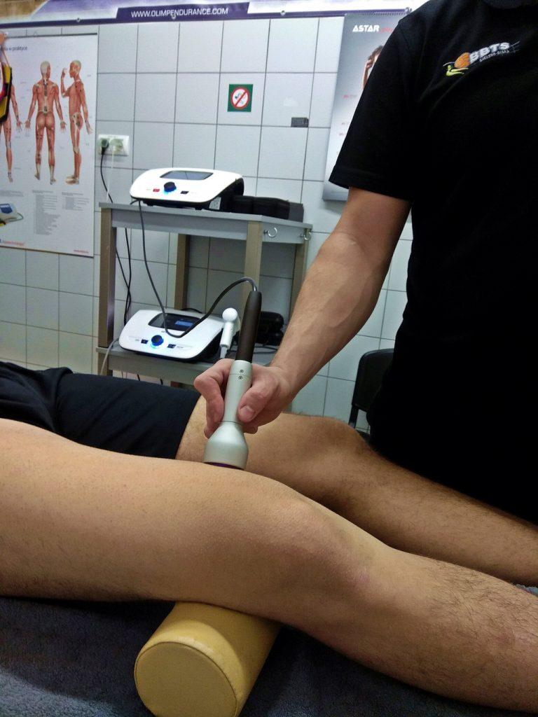 Laseroterapia wysokoenergetyczna - naderwanie mięśnia czworogłowego